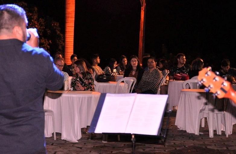 Mais uma noite de música à luz do luar no Cristo Redentor em Guaçuí